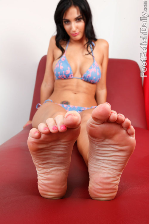 "feetplease:  ""The Scrunch"" really is a winning pose. Creases, soles and toes."