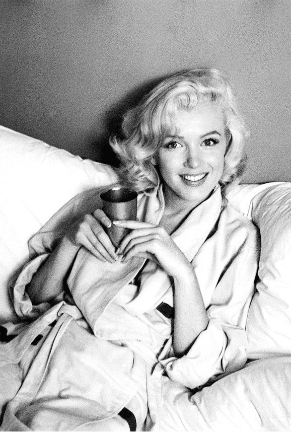 lizandmarilyn:  Marilyn Monroe photographed by Milton Greene, 1953.