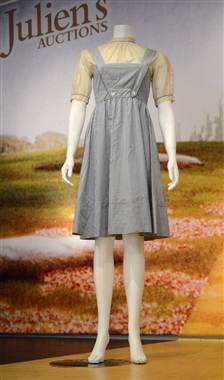 "breakingnews:  'Wizard of Oz' dress goes for $480,000 at auction Reuters:  Judy Garland's blue and white gingham dress from ""The Wizard of Oz"" sold for $480,000 at a Beverly Hills auction on Saturday, while a slice of Prince William's wedding cake fetched $1,375. Julien's Auctions said the price for the pinafore dress and white puffy-sleeved blouse that Garland wore throughout the 1939 film classic was in line with estimates.   Photo: Judy Garland's blue gingham dress from ""The Wizard of Oz"" sold for $480,000 at auction on Nov. 10. (Joe Klamar / AFP - Getty Images)"