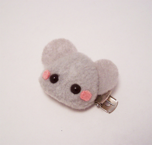 Pudding Mouse Hair Clip! These clips are attached to double prong alligator clips. The ones I made for myself stay in my hair without slipping out—great for fine hair. I'll be adding some more animals soon. Available in my online shop https://www.etsy.com/listing/114648412/pudding-mouse-kawaii-hair-clip-cute!