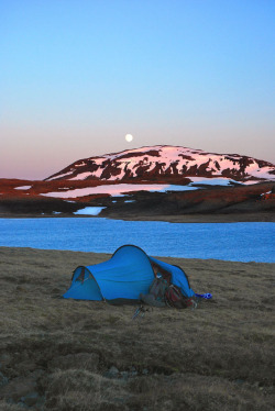 archenland:  Camping by lake Sandvatn (by arnitr)
