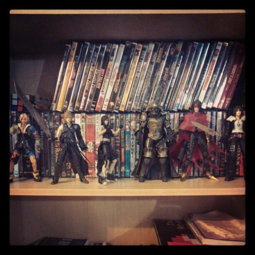 Had to move my FF figures from my top shelf by my window to make room for the rest of my figures and Cloud damn bike was taking up a lot of space lol. #FinalFantasy #figures #toys #bookshelf #shelf #ff8 #ff10 #ff7 #adventchildren #squareenix #squaresoft #squallleonhart #cloudstrife #tifalockhart #vincentvalentine #tidus #gabaranth