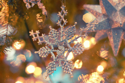 sticksssnst0nes:  Christmas or not, I love snowflakes. They're so beautiful.