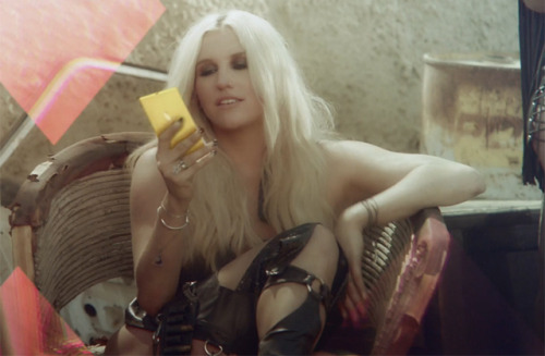Microsoft and Nokia use celebrities to promote Windows Phone 8 After an on stage appearance by Jessica Alba at Microsoft's Windows Phone 8 launch recently, the company and its partners are starting to use even more celebrities to promote Redmond's latest mobile OS. In a similar move to Apple's celebrity Siri ads, AT&T and Nokia are using Will Arnett to promote the Lumia 920 in the US.