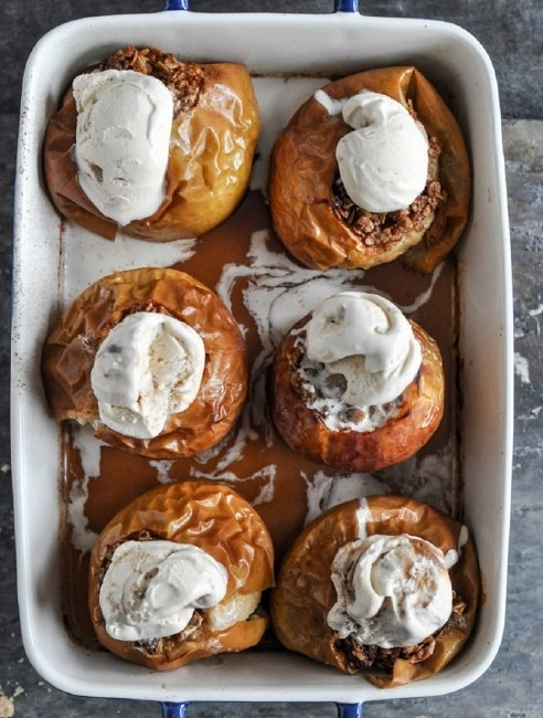 squaremeal:  (via Looks DELISH! / Bourbon Baked Apples)