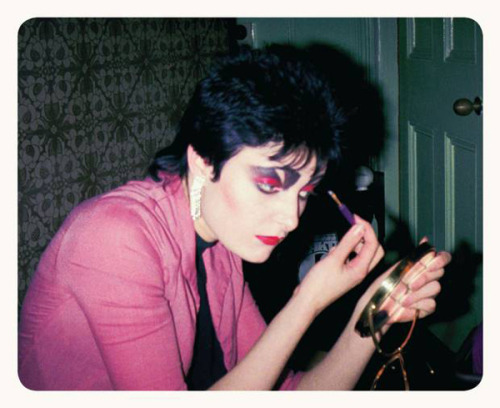 punkandattitudeblog:  Photo credit: Simon Barker. Siouxsie Sioux applying make-up at the St. James Hotel