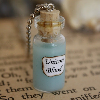 animimpetus:  Unicorn's blood Ü