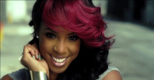 Kelly Rowland is just gorgeous!