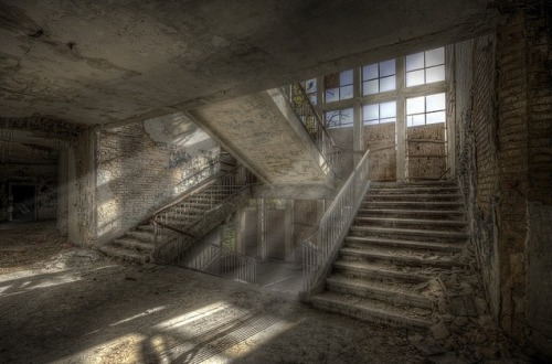 ominousplaces:  Light in emptiness, by Hitman.47.
