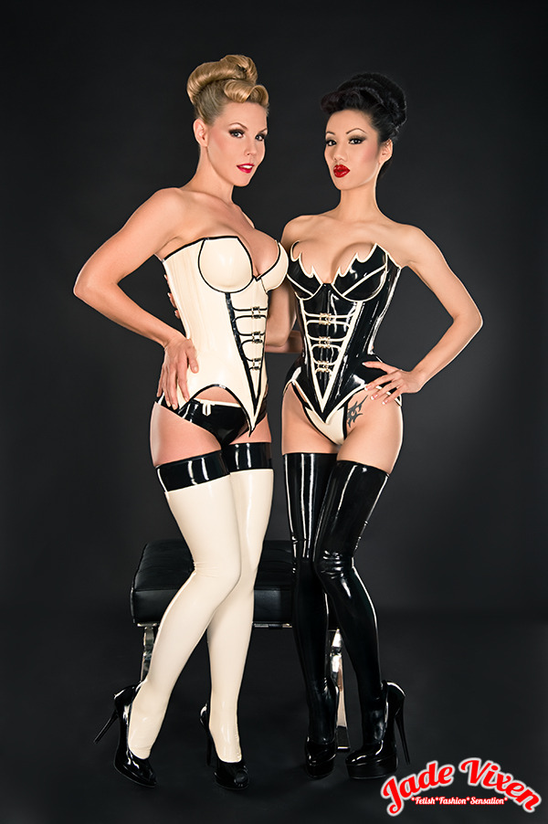 Meet my gorgeous friend Leah! We're wearing matching Inner Sanctum latex corsets that show off our curvy figures! Don't we look great together? Model/Styling/Edit: Jade Vixen Model: Leah Gahagan http://leahgahagan.wordpress.com/ Latex: www.innersanctumonline.com