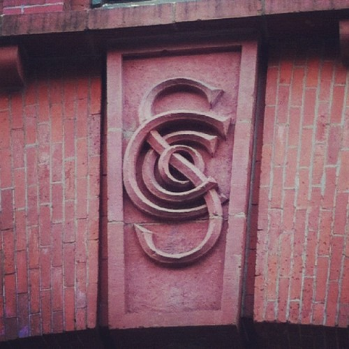 A beautiful #monogram in Chelsea. #lettering #design