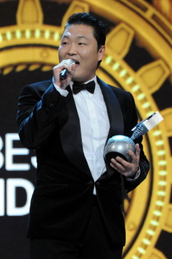 ygfamilyy:  Today, November 11, 2012…PSY won the 'BEST MUSIC VIDEO' award at the MTV EMA's! He is the first ever Korean artist to be nominated and to have won the major award. Congratulations!