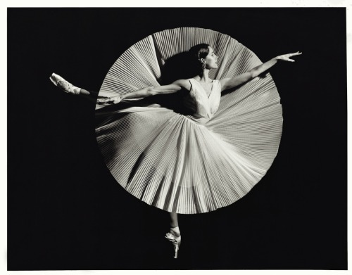 laundry-shaped-souls:  Darcey Bussell Photographed by Bryan Adams (London 2002)