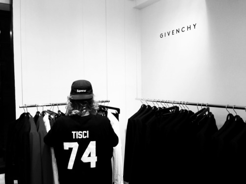 freshnessandabove:  mrpita:  illestnoise:  Givenchy  Follow my brother illestnoise.tumblr.com Photo creds to me though.  No Idea creds tho. Damn. Dope night.