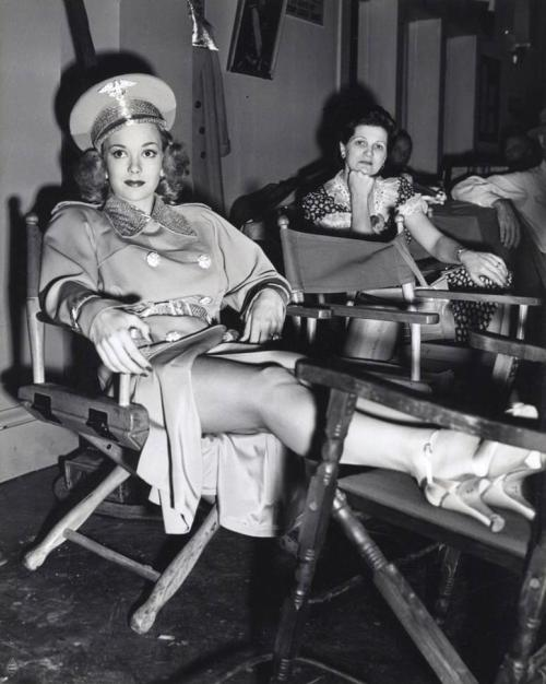 Jane Wyman Candid From 'You're In The Army Now' - 1941 http://www.toutlecine.com