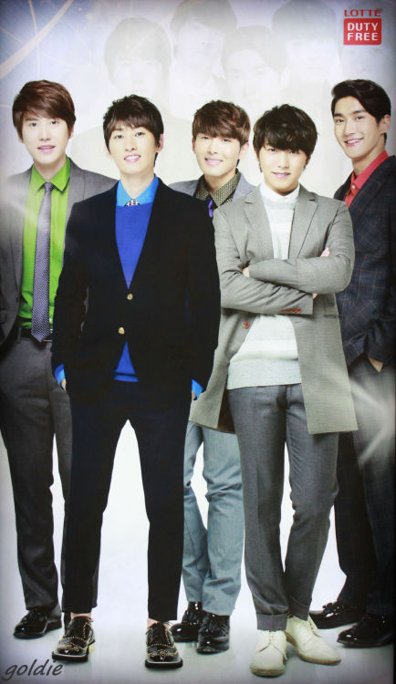 Guapos siwonbiased407:  121111 LOTTE duty free - Super Junior (9P) (CR:_iamgoldie)