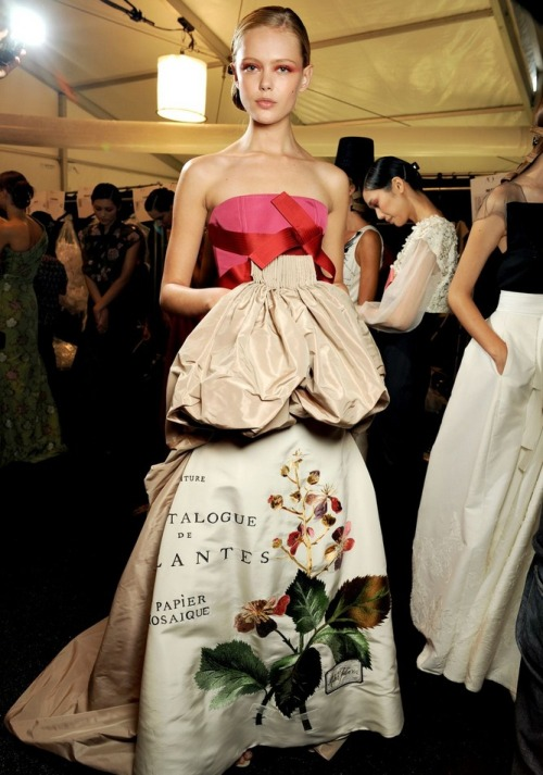 frida gustavsson backstage at carolina herrera s/s 2011