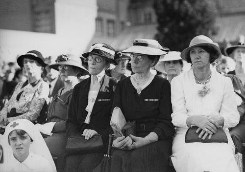 my-ear-trumpet:  Group of women at the Anzac Day observance, Shrine of Remembrance, Anzac Square, Brisbane, 1937