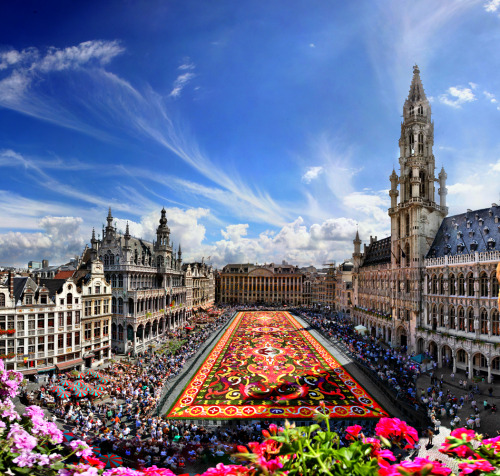 hippiegypsy:  allthingseurope:  Great Market, Brussels, Belgium (by Batistini Gaston)  (been here!!!)