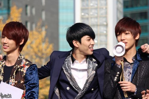 121110 Hyunseong, Kwangmin and Youngmin at Music core mini fanmeeting  credit to: 송이버섯 via: MintCat_猫