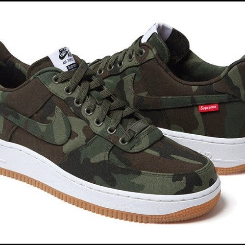 They also come in camo! @nike @supremenyc