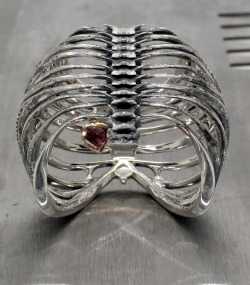 http://www.juxtapozjewels.com/the-jewels/the-ribcage-ring/