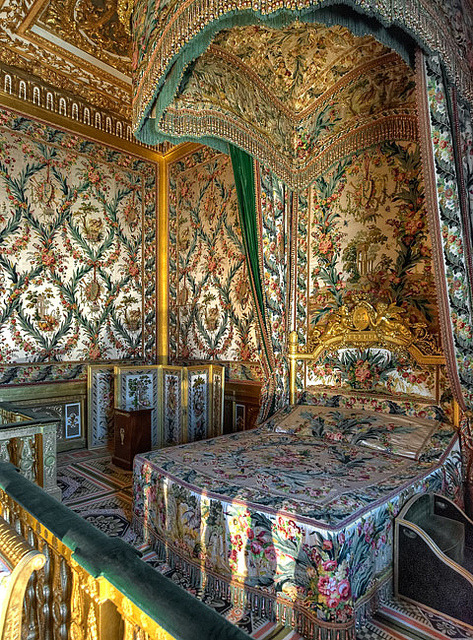 visitheworld:  Bedroom of Marie Antoinette at Fontainebleau Palace, France (by Ganymede2009).