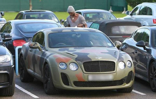 Mario Balotelli doesn't seem to understand the intent of camouflage