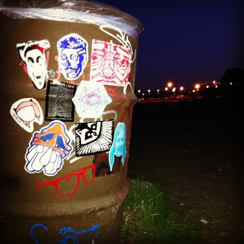 Visual Assault crew getting trashy at Albany Bulb. #visualassault #vacrew #vapdx #skam #arrex #rxskulls #drrasterbator #mrsay #fowl #gothqueen #sadgirlscrew #sgcpdx #justoneraccoon #just1 #magical #magicalsticker #tvwithcheese #sticker #streetart #stickerart #albanybulb