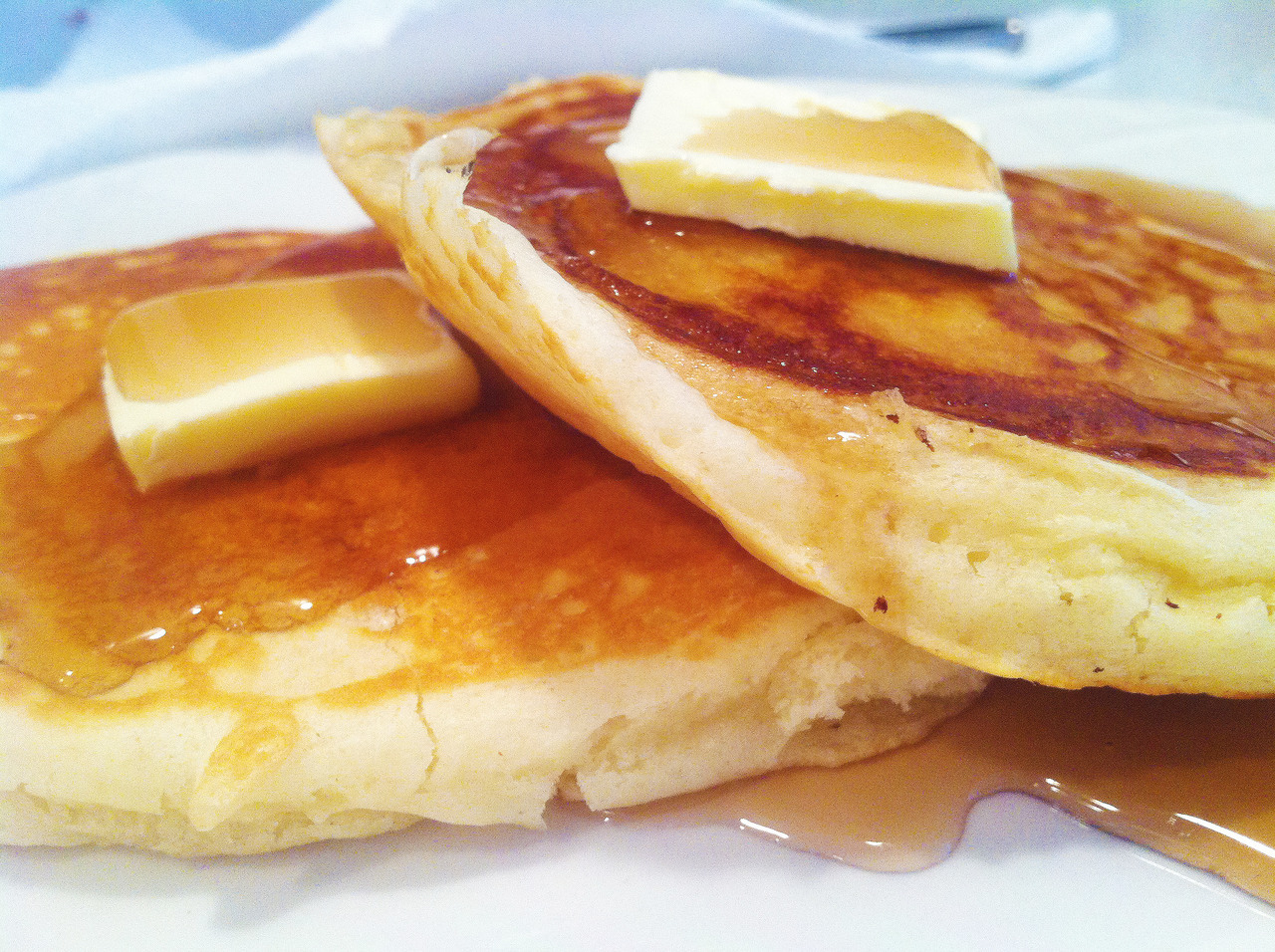 recipzees:  old fashioned pancakes! there's nothing more gratifying than eating delicious pancakes and knowing they didn't come out of a box. delicious! this recipe made about 10 pancakes. tip: to know your pancakes are ready to flip, the top of the pancake will start to bubble a bit total amount of time: ~30 minutes INGREDIENTS 1 1/2 cups all-purpose flour  3 1/2 teaspoons baking powder  1/4 teaspoon salt  1 tablespoon white sugar  1 1/4 cups milk  1 egg  3 tablespoons butter, melted DIRECTIONS  In a large bowl, sift together the flour, baking powder, salt and sugar. Make a well in the center and pour in the milk, egg and melted butter; mix until smooth. Heat a lightly oiled griddle or frying pan over medium high heat. Pour or scoop the batter onto the griddle, using approximately 1/4 cup for each pancake. Brown on both sides and serve hot.