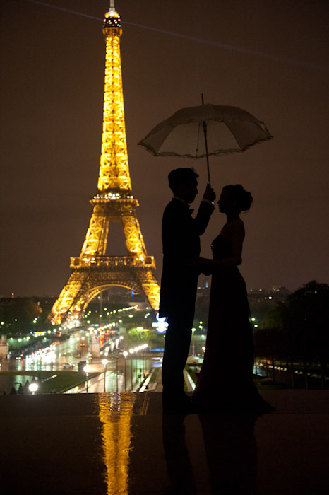 PRE-WEDDING ON A COLD RAINY NIGHT IN PARIS