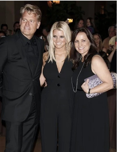 "On the other side of the Joe Simpson gay rumors, ex-wife Tina Simpson is reportedly ""going crazy"" because she just wants to know the truth. Tina has heard all the rumors before and Joe continues to deny them which is not helping."