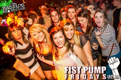 Group of Hot Girls and Terrifying Photobomb  This isn't your average duckface.