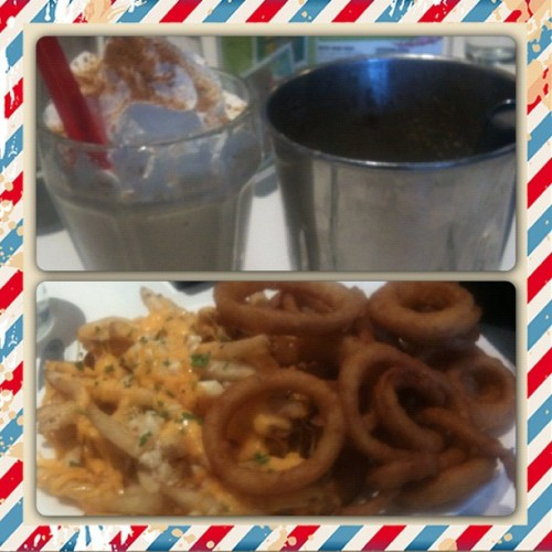 Cinnamon Graham cracker milkshake + garlic fries & onion rings.  I do SoCal beautiful.  #california #dinerfood #yum #foodporn #santamonica (at Cafe 50s)