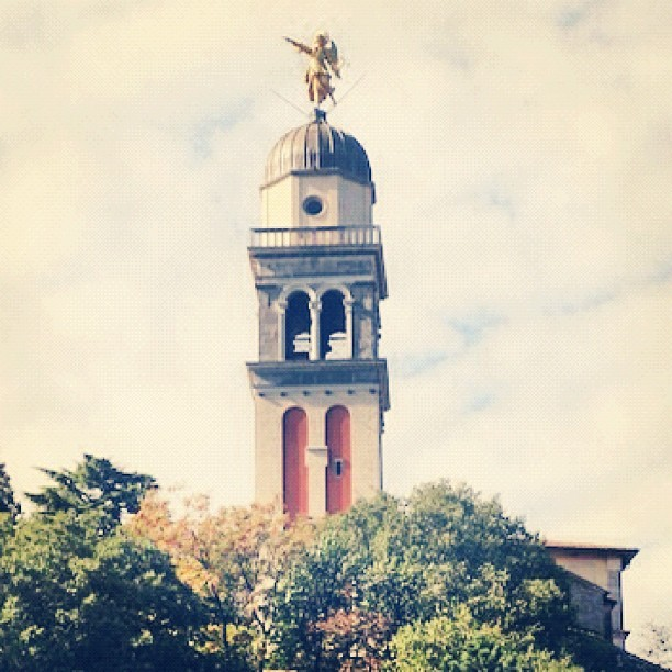 FOLLOW THE ANGEL #udine #udine20 #angel #castle #tower #fvg #gold #angelo #castello #wind #city #postcard #panorama #town #friuli