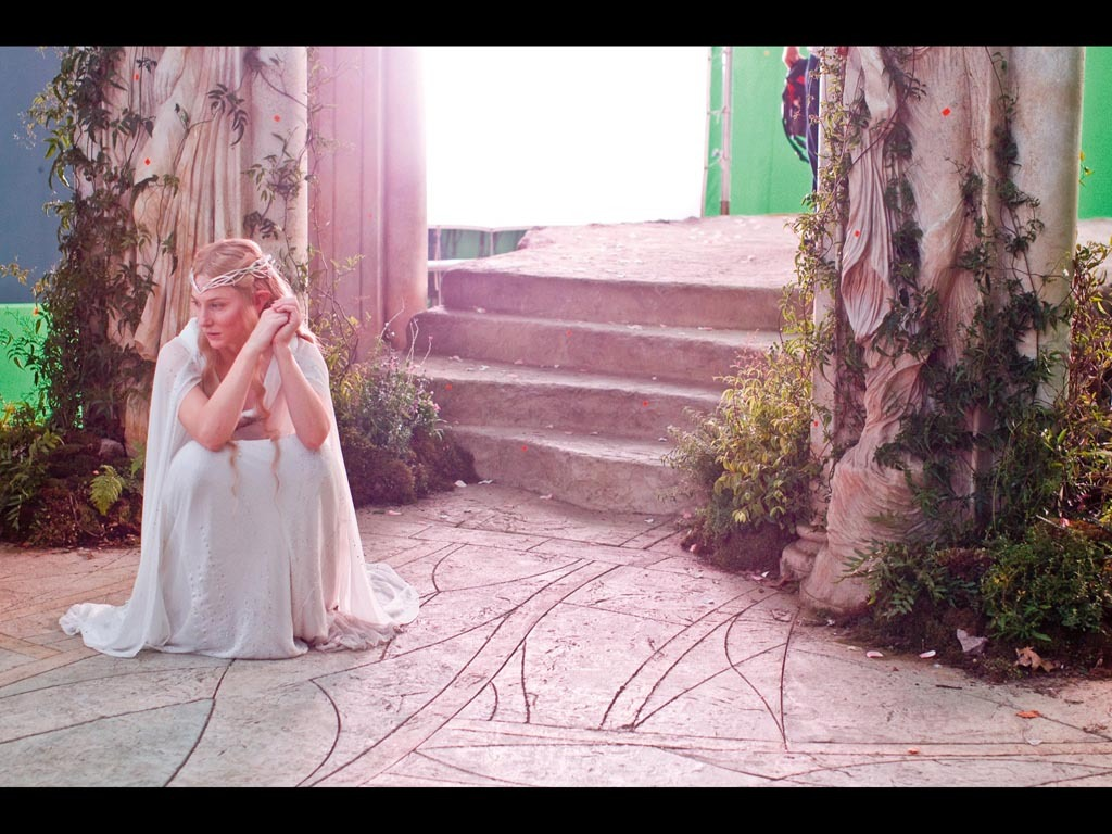 bohemea:  suicideblonde:  Cate Blanchett on the set of The Hobbit  GASP!