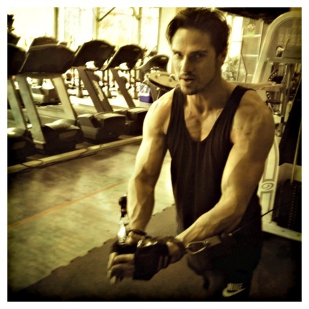 """25 photos of Jay Ryan on set"" 2/25.  *OOOOOOOOOOOOOOOOOOOOOOOOOOOOOOOOOO* HE IS SOOOOOOO SEXY AND AMAZING"