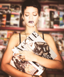 25/50 pictures of Rihanna