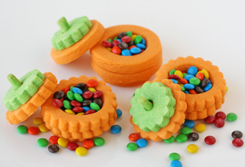 classymissmolassy:  3-D Pumpkin Cookie Recipe & Tutorial.