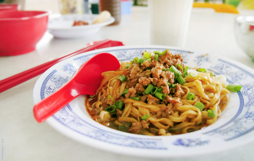 Hakka Noodles [photo credit: cheryl chan]