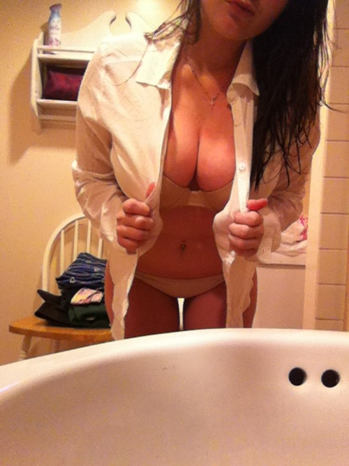 nikkkistixxx:  who's this gorgeous brunette?