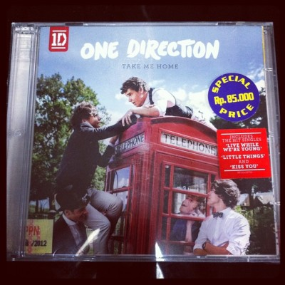 Look at what i just got in the mail!!!! Yaaaayy!!! It's 1D second album, Take Me Home!! FREAKINGGGG OUUUUT!!! Let's get crazy crazy crazy till we see the sun 🌞🎤 #TakeMeHome #onedirection #1d #directioners #instagram #instadaily #ig #music