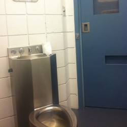 THE TOLIET IN KING COUNTY JAIL LOL THEY LET ME HAVE MY FUN IT'S THAT CELEB TREATMENT I GUESS????