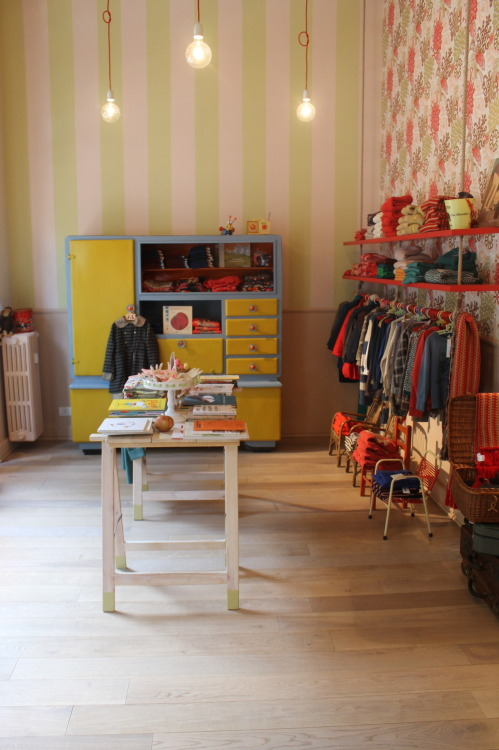 Beautiful new kidswear store in Milan, Lelefante con le ghette, stocks an impressive range of home-grown and international brands as well a small selection of handmade products by local artists.