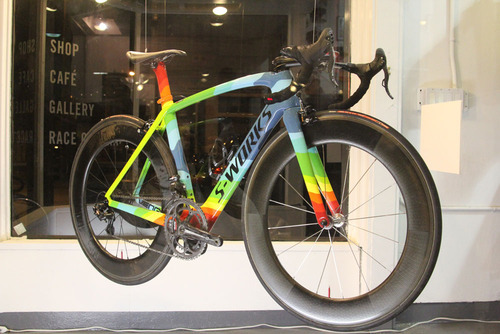 bikeroger:  I cannot denied that I love S-Works and this color combination is simply beautiful! Found at http://bit.ly/fQmzKS