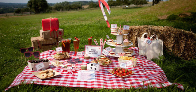 Themed party packages delivered to the door Picnic organizers have already had some help from Amsterdam-based startup Butler for Hire, which provides assistance in setting up and serving guests. Now Postbox Party in the UK is offering themed packages that aim to include everything else hosts may need for a picnic, or any other event. READ MORE…