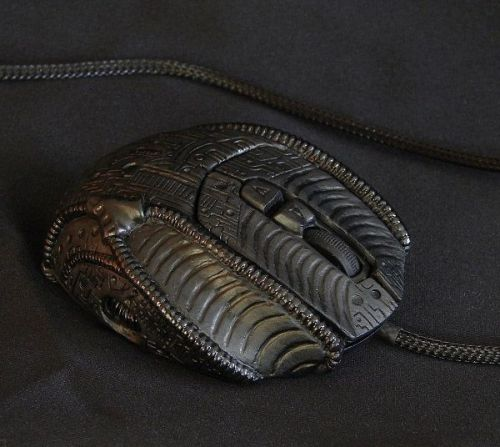 THIS MOUSE KNOWS THE BLACKNESS OF THE HUMAN SOUL! Behold, H.R. Giger's mouse. (via MTV Geek - The Daily Geek: 'The Host' Trailer, 'Bravest Warriors' Sells Out, No Budget 'Iron Man' And More)