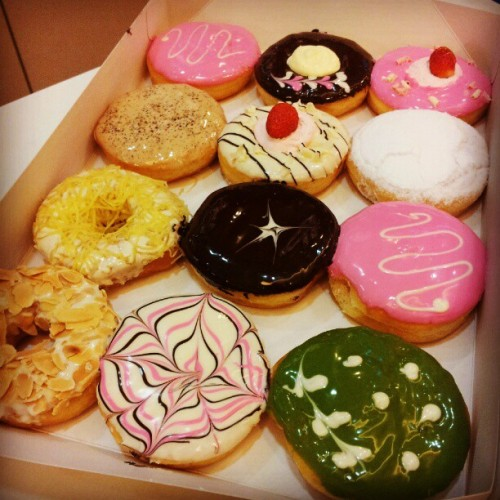 The doughnut feast at work today. I, being tempted, had two…and my voice is now playing games with my heart. Sigh. #food #foodporn #foodie #foodstagram #donut #doughnut #yummy #strawberry #almond #nut #pink #green #color #feast #work #bigapple #brown #cheese #cream #instadaily #igdaily (at Big Apple Donuts & Coffee)