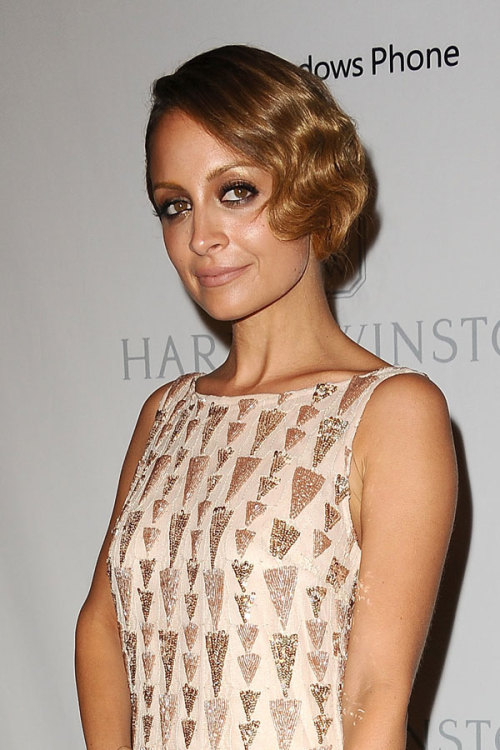 The ever-stylish Nicole Richie is a Gatsby goddess with her flapper-inspired faux bob, smoky eyes and glitzy dress. The star's makeup artist shows you how to get her look »
