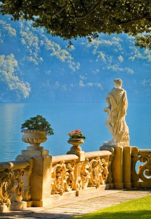 the-crown-queen:  Lake Como